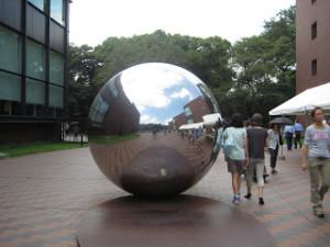 東京都美術館入口手前にあるオブジェ