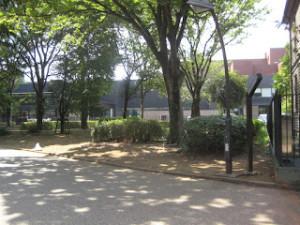 前方、東京都美術館ミュージアム